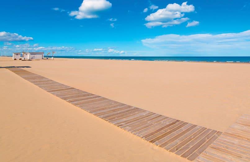 La-Malvarrosa-5-beach-valencia-experiences-and-gateways-2