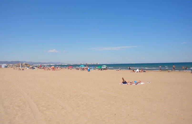 La-Malvarrosa-beach-valencia-experiences-and-gateways-6