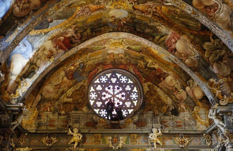 Iglesia-de-San-Nicolás-de-Bari-y-San-Pedro-Mártir-de-Valencia-valencia-experiences-and-gateways